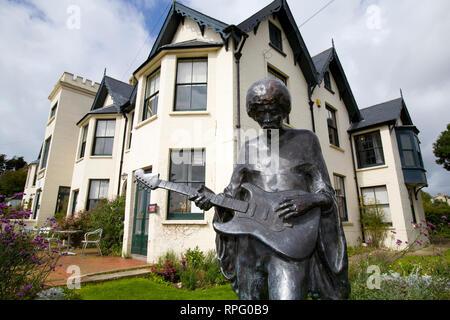 jimi Hendrix, Statue, Dinbolar Lodge, Julia Margaret Cameron, Freshwater, Bay, Isle of Wight, England, UK, - Stock Photo