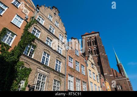 Poland, Gdansk, Hanseatic league houses with Saint Mary's church - Stock Photo