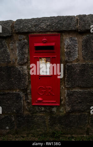 Remote red Royal Mail post box with the letters GR (for George Rex - King George) on the Isle of Erraid, Isle of Mull, Scotland - Stock Photo