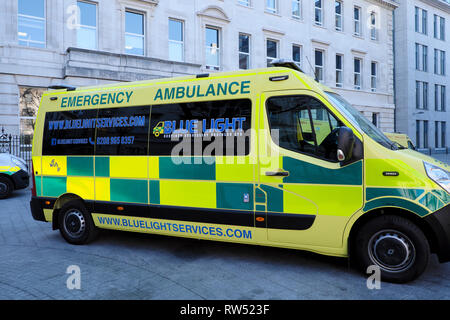 Blue Light Services Emergency Ambulance parked outside Barts NHS Hospital in the City of London England UK  KATHY DEWITT - Stock Photo