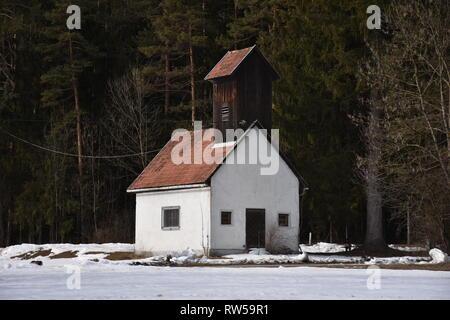 Oberdrauburg, Oberkärnten, Kärnten, Winter, Schnee, Feuerwehr, Feuerwehrhaus, Löschhaus, Freiwillige Feuerwehr, Unterpirkach, alt, historisch, Haus, H - Stock Photo