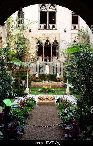 The courtyard garden at the Isabella Stewart Gardner Museum in Boston, Massachusetts, USA. - Stock Photo
