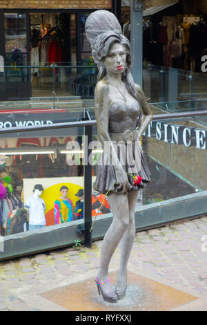 Statue of Amy Winehouse by Scott Eaton, Camden Market, London - Stock Photo