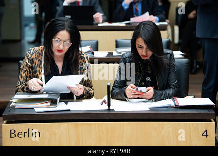 Berlin, Germany. 15th Mar, 2019. Dilek Kolat (l, SPD), Berlin Health Senator, and Sawsan Chebli (SPD), Berlin State Secretary for Federal-Länder Coordination, are sitting in the plenary hall before the start of the session of the Federal Council. Today, the Länderkammer is discussing, among other things, the digital pact for schools, the relaxation of the ban on advertising for abortions and better conditions for organ donations in hospitals. Credit: Bernd von Jutrczenka/dpa/Alamy Live News - Stock Photo