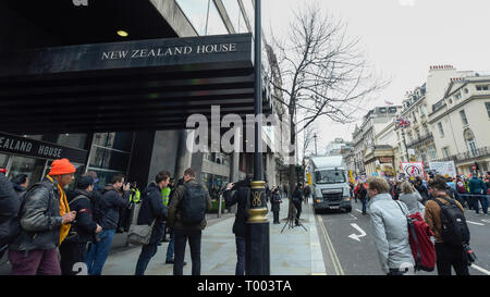 London, UK.  16 March 2019.  Outside the New Zealand High Commission on Haymarket following the recent attack in Christchurch, New Zealand, where 49 people were killed.  People taking part in a Stand Up To Racism and Stand Up To Islamophobia march through the capital would pass by to pay respects. Credit: Stephen Chung / Alamy Live News - Stock Photo