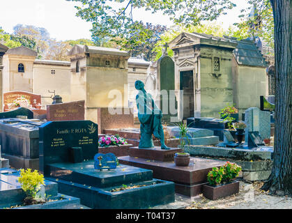 A view of the Pere Lachaise Cemetery, the largest cemetery in the city of Paris - Stock Photo