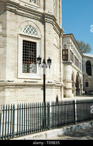 Türkei, Istanbul, Nuruosmaniye Moschee, von Mahmut I. 1748 in Auftrag gegeben und 1755 unter Osman III. beendet. - Stock Photo