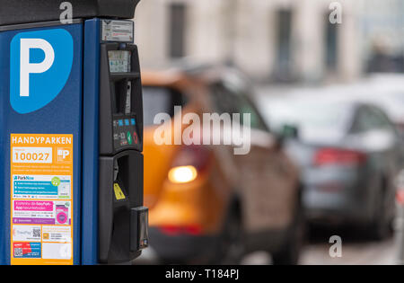 Berlin, Germany. 22nd Mar, 2019. A parking ticket machine is located on the roadside in the city centre. In the background cars park on the street Credit: Monika Skolimowska/dpa-Zentralbild/dpa/Alamy Live News - Stock Photo