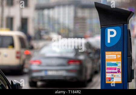 Berlin, Germany. 22nd Mar, 2019. A parking ticket machine is located on the roadside in the city centre. In the background cars park on the street. Credit: Monika Skolimowska/dpa-Zentralbild/dpa/Alamy Live News - Stock Photo