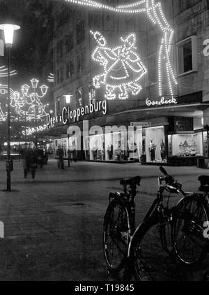geography / travel historic, Germany, cities and communities, Essen, streets, Kettwiger street, with the clothes shop Peek and Cloppenburg, by night, during the Essen light weeks, December 1963, Additional-Rights-Clearance-Info-Not-Available - Stock Photo