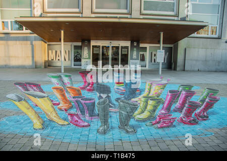 Madrid, Spain. 25th Mar 2019. 3D painting by Dutch artist Leon Keer in front of the door of Fundacion canal in the north of Madrid. The urban artist, one of the most outstanding in the international field, has made an ephemeral intervention with his 3D anamorphic graffiti painting. His work makes reference to the different audiences that benefit from the activities of the Foundation. This intervention may be contemplated for several months. Credit: Alberto Sibaja Ramírez/Alamy Live News - Stock Photo