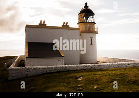 Stoer Lighthouse on Stoer Head north of Lochinver in Sutherland, North West Scotland. - Stock Photo