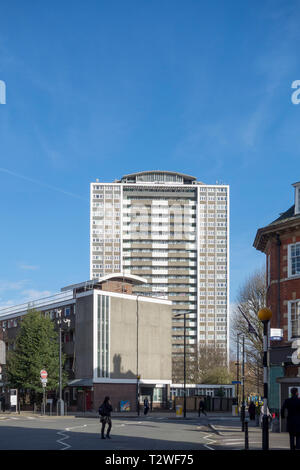 Michael Cliffe House tower block on the Finsbury Estate mixed development High Modern period housing estate by Emberton, Franck & Tardrew - Stock Photo
