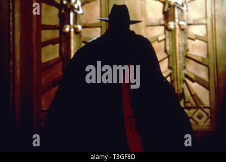 The Shadow  Year: 1994 USA Director: Russell Mulcahy Alec Baldwin - Stock Photo