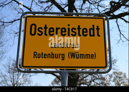 16 April 2019, Lower Saxony, Ostereistedt: The sky above the Ostereistedt town sign is blue. Here children from all over the world send letters to Hanni Hase at Easter, which are then answered at the post office in Zeven. Photo: Carmen Jaspersen/dpa - Stock Photo