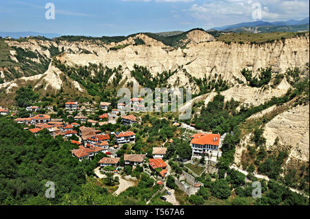 Melnik, the smallest Town in Bulgaria  overlooked by the Melnik Earth Pyramids - Stock Photo