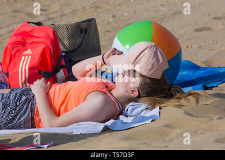 Bournemouth, Dorset, UK. 22nd Apr, 2019. UK weather: after a hazy start the glorious weather continues with hot and sunny weather, as beachgoers head to the seaside to enjoy the heat and sunshine at Bournemouth beaches on Easter Monday before the weather changes and the return to work. Credit: Carolyn Jenkins/Alamy Live News - Stock Photo