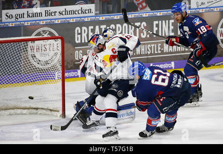 Mannheim, Germany. 22nd Apr, 2019. Ice hockey: DEL, championship round, final, 3rd matchday: Adler Mannheim - EHC Red Bull Munich in Mannheim in the SAP-Arena. Tommi Huhtala (61, Adler Mannheim) overcomes Munich goalkeeper Danny from the Birches (33, goalie, EHC RB Munich) and scores the goal to 4:1. (to dpa 'Heimfluch gegen München beendet - Adler Mannheim in DEL auf Titelkurs') Credit: Michael Deines/dpa/Alamy Live News - Stock Photo