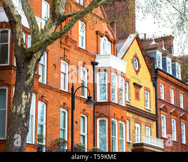 Luxury brick house with white windows in quiet area in central London. Apartments on the banks of the Thames. - Stock Photo
