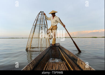 05.03.2014, Nyaungshwe, Shan State, Myanmar, Asia - A traditional fisherman with his fishing basket on the northern shore of the Inle Lake. - Stock Photo