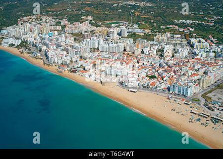 FISHING VILLAGE AND TOURIST CENTER NEAR THE MAJOR SEASIDE ROCK FORMATIONS OF THE ALGARVE (aerial view). Armação de Pêra, Portugal. - Stock Photo