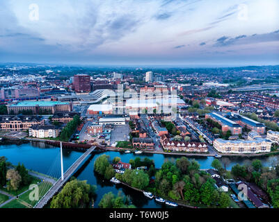 Aerial photograph of Reading, Berkshire, UK, taken at sunrise, including the River Thames. Looking over Reading Station and Christchurch Bridge - Stock Photo