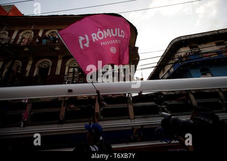Panamanians attend the closing of campaign of the candidate for the Presidency of the opposition Democratic Party of Panama (CD), Romulo Roux, in Panama City, Panama, 02 May 2019. Roux, one of the favorites to win the presidential elections in Panama closed his campaign with the promise of returning the bonanza to the country and ending the 'disaster' attributed to the current Government of Juan Carlos Varela and also the historic party PRD, whose standard-bearer is its main rival in the race. EFE/Bienvenido Velasco - Stock Photo