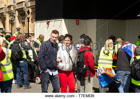 London, UK. 5th May 2019. Yellow vest protestors march in protest against the delay of Brexit and in support of British soldiers being charged for Nor - Stock Photo