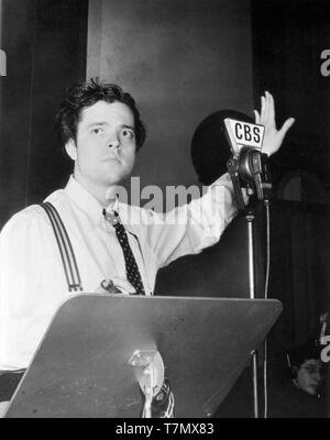 ORSON WELLES BERNARD HERRMANN 1938 CBS radio broadcast at microphone Mercury Theatre on the Air Columbia Broadcasting System Photo - Stock Photo