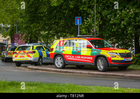 A Critical Care Response Vehicle from Thames Valley Air Ambulance at an incident in Oxford with a police car and ambulance behind. - Stock Photo