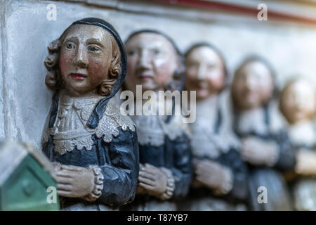 Carved figures on the impressive monument to Sir John Popham in the north chancel aisle of St John The Baptist Church, Wellington, Somerset. - Stock Photo