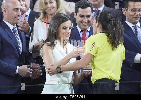 Granada, Andalucia, Spain. 11th May, 2019. Queen Letizia of Spain delivery the trophy to referees after winning Spanish Queen's Cup (Copa de la Reina) final match Real Sociedad vs At. de Madrid at Los Nuevos Carmenes Stadium on May 12, 2019 in Granada, Spain Credit: Jack Abuin/ZUMA Wire/Alamy Live News - Stock Photo