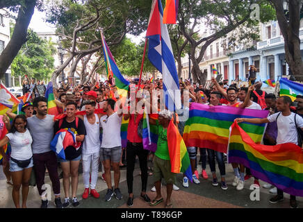Havanna, Cuba. 11th May, 2019. Despite a ban in the Cuban capital, many people take part in a demonstration for lesbians and transsexuals. The group moved about 500 meters from the city center to the promenade Malecón, where the police stopped the train. Credit: Guillermo Nova/dpa/Alamy Live News - Stock Photo
