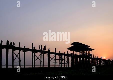 Myanmar, Amarapura, teakwood U Bein bridge over the Taungthman lake - Stock Photo