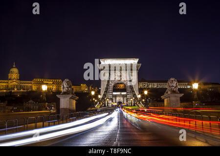 Traffic moving over Budapest's iconic Chain Bridge at twilight - Stock Photo