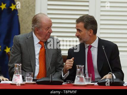 Madrid, Spain. 14th May, 2019. King Felipe Vi of Spain (R) and King Emeritus Juan Carlos (L) chair the Cotec Foundation patronage meeting in Madrid, Spain, 14 May 2019. Credit: Paco Campos/EFE/Alamy Live News - Stock Photo