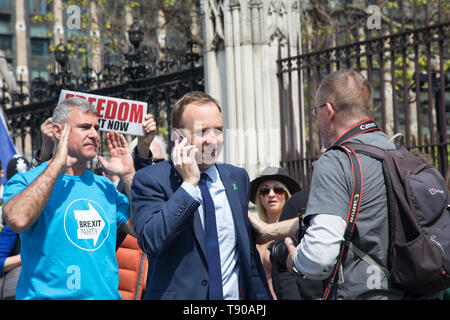 London, UK. 15 May 2019. Pro-Brexit protesters chase after Matt Hancock, Secretary of State for Health and Social Care as he leaves the Commons, Westminster. The Prime Minister faces Question Time in the Commons. - Stock Photo