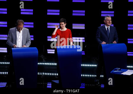 Brussels, Belgium. 15th May, 2019. Candidates for the upcoming European Commission president elections get ready on stage prior to the Eurovision presidential debate at the European Parliament. Credit: ALEXANDROS MICHAILIDIS/Alamy Live News - Stock Photo