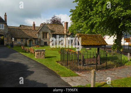 The Almonry Museum, Heritage Centre andTourist Information Centre in the cotswold village of Evesham, England, United Kingdom, Europe - Stock Photo