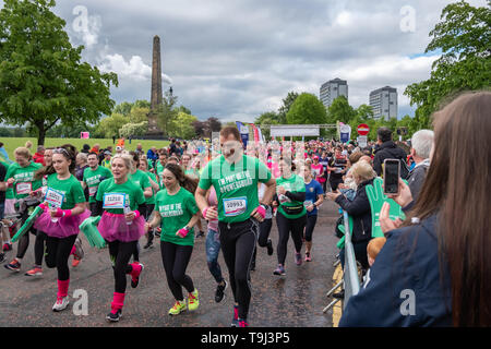 Glasgow, Scotland, UK. 19th May, 2019. Runners at the start of Race For Life, which is a charity event and includes a 5k and a 10k run through the streets of the city to raise funds to help Cancer Research UK. Credit: Skully/Alamy Live News - Stock Photo