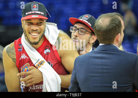 The O2, London, UK. 19th May, 2019. Leicester celebrate their win. Tensions run high between first time finalists, 2019 Trophy winners and league newcomers London City Royals, and the two-time defending champions Leicester Riders in the 2019 BBL British Basketball League Benecos Play-Off Finals at the O2. Over 15,000 fans have turned up to watch the Men's final. Leicester Riders win 93-61 over Royals. Credit: Imageplotter/Alamy Live News - Stock Photo
