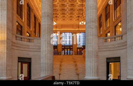 Interior of Chicago Union Station with a view of the staircase leading to the Canal Street entrance, Chicago, Illinois, USA. - Stock Photo