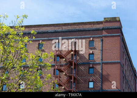 BRISTOL, UK - MAY 14 : Old red brick mill or warehouse  in Bristol on May 14, 2019 - Stock Photo
