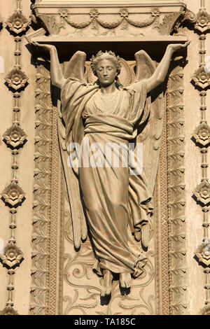 Ange cariatide. Portail en bronze. Basilique Notre-Dame de Fourvière. Lyon. Caryatid angel. bronze portal.Basilica of Notre-Dame de Fourvire. - Stock Photo