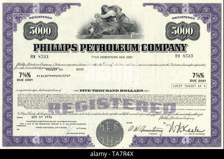 Historical stock certificate of an oil, gas and energy company, Phillips Petroleum Company, today part of ConocoPhillips, Oklahoma, USA, 1976, Wertpapier, historische Aktie, Mineralöl- und Erdgasunternehmen,  Energieunternehmen, Phillips Petroleum Company, 1976,  heute ein Teil von ConocoPhillips, Oklahoma, USA - Stock Photo
