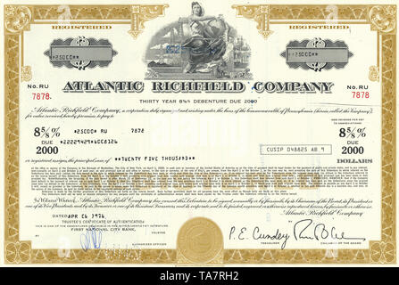 Historic stock certificate, image of a young woman holding a globe, oil rigs and an oil refinery at the back, oil pipeline, Atlantic Richfield Company, an oil and gas company now part of BP, 1976, Pennsylvania, USA, Wertpapier, historische Aktie, Mineralöl- und Erdgasunternehmen, Öl-Pipeline, Atlantic Richfield Company, heute ein Teil von BP, 1976, Pennsylvenia, USA - Stock Photo