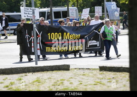 Berlin, Germany. 23rd May, 2019. Berlin:Demonstration against wind turbines at front of the Federal Chancellery in Berlin. Organized is the demonstration of the 'Action Cooperation pro nature for the protection of our homeland, natural and cultural landscapes' and the Federal Initiative rational force e.V. Credit: Simone Kuhlmey/Pacific Press/Alamy Live News - Stock Photo