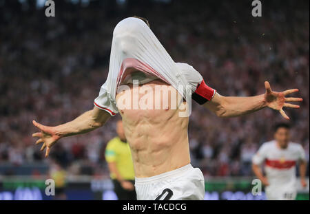 Stuttgart, Germany. 23rd May, 2019. Stuttgart's Christian Gentner celebrates scoring during the first leg match of Bundesliga relegation play-off between Stuttgart and Union Berlin in Stuttgart, Germany, May 23, 2019. The match ended with a 2-2 draw. Credit: Philippe Ruiz/Xinhua/Alamy Live News - Stock Photo