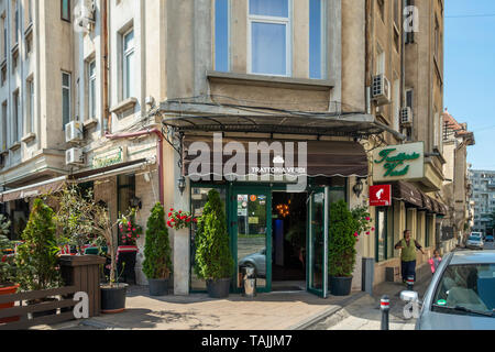 Entrance to the Trattoria Verdi, an Italian Restaurant in the Old Town area of Bucharest, Romania - Stock Photo
