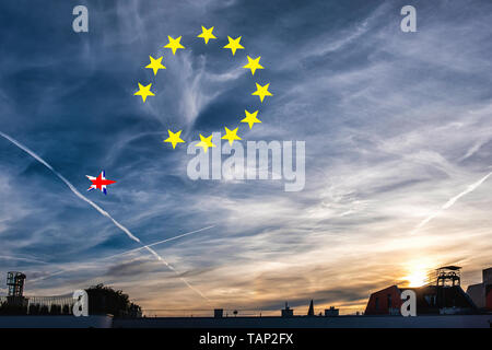 Germany, Berlin, Mitte. 27th May 2019. The EU election results are in and the sun sets over the city...Time to catch a falling star? Credit: Eden Breitz/Alamy - Stock Photo